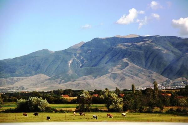 Горы окружают Косово поле со всех сторон