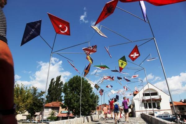 Флаги стран, признавших независимость Косово