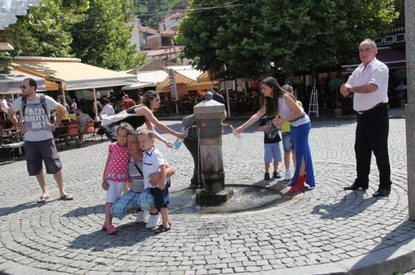 Старинный фонтан с питьевой водой