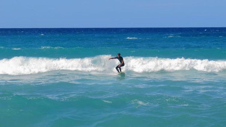 На пляже Кала Доместика