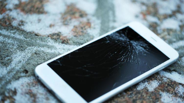 Как защитить iPhone от повреждений при падении?