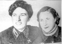 Две подруги: Катя Буданова и Лиля Литвяк