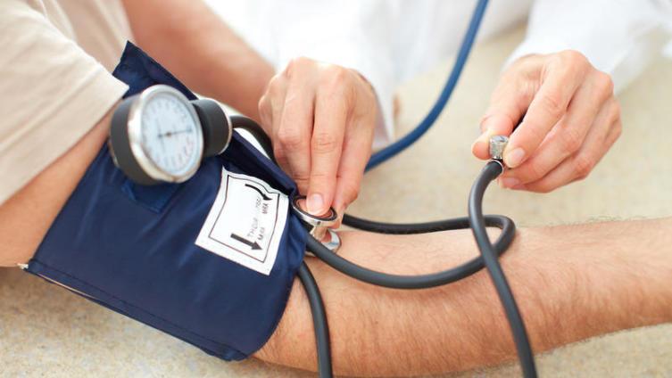 какое давление при повышенном холестерине