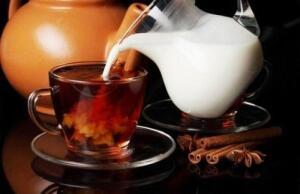 Почему нельзя лить молоко в чай?