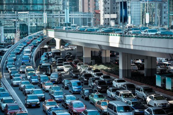 Отчего на дорогах возникают пробки?