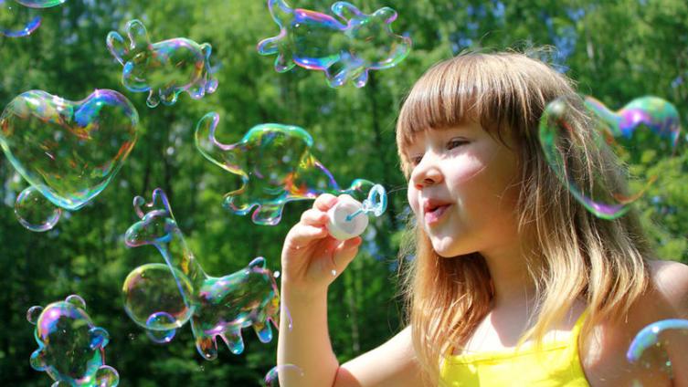 Чем занять ребёнка? Устроить шоу мыльных пузырей