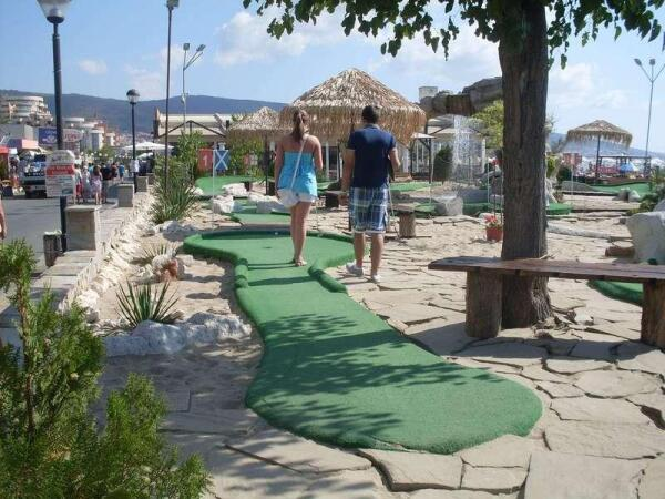 Здесь можно и в гольф поиграть