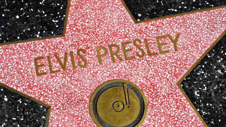 Как песни о маме и Отеле разбитых сердец сделали водителя грузовика «королём рок-н-ролла»? Ко дню рождения Элвиса Пресли.