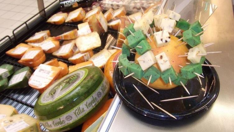 Французский сыр в супермаркете
