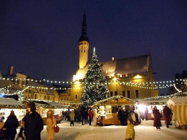Таллин: рождественская ярмарка на Ратушной площади