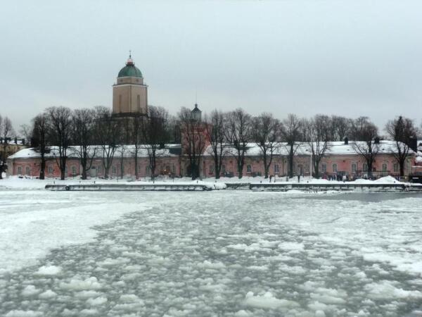 Хельсинки: крепость Суоменлинна (вид с парома)
