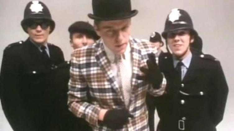 Основной вокалист и автор текстов Грэм «Саггс» Макферсон родился 13 января 1961 года. Он говорил: «Пел я довольно ужасно, но другие пели ещё хуже, поэтому место солиста досталось мне».