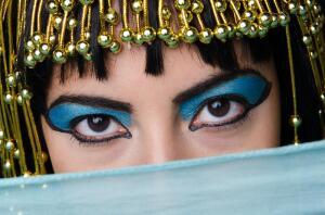Чем раньше красились женщины и мужчины? Краткая история декоративной косметики