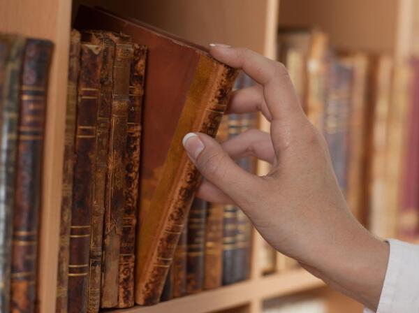 Куда же вы уходите, книги? Фарфоровый ангел в память о Бернсе