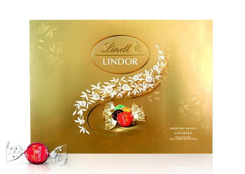 Что подарить шоколадным гурманам? Золотой набор Lindor Ассорти от Lindt
