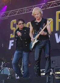 Фрэнк Майкл Салливан (на фото - справа) родился 1 февраля 1955 года. Сегодня он остался единственным постоянным членом группы SURVIVOR с момента её образования.