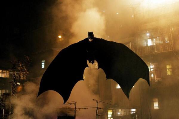 Джокер (из к-ф 1989 г.): «В каком мире мы живем? Тип в костюме летучей мыши становится объектом внимания моей прессы!».