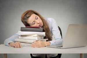 Чем вреден недостаток сна и как его восполнить?