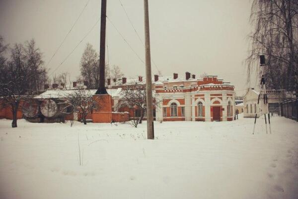 Сохранившееся здание Ружейного полигона ОСШ в Ораниенбауме. 2013 г.