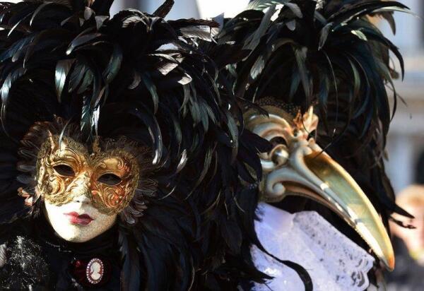 Венецианские маски Вольта и Медико делла песте