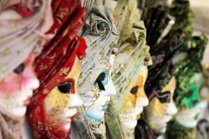 Чем замечательны венецианские маски?
