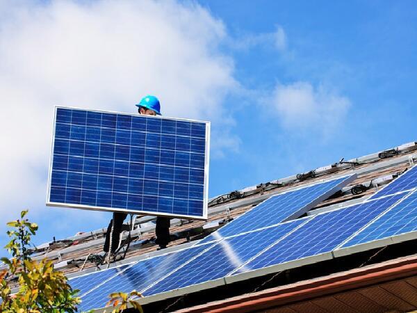 Установка плоских солнечных панелей