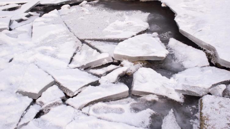 ОБЖ горожанина: как вести себя на весеннем льду?