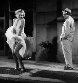 Знаменитая сцена с Мэрилин Монро из к-ф «Зуд седьмого года» (1955).