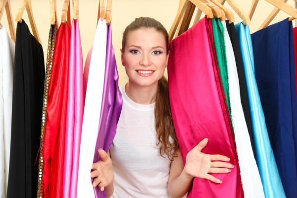 В канун 8 Марта. Сколько платьев нужно женщине для счастья?