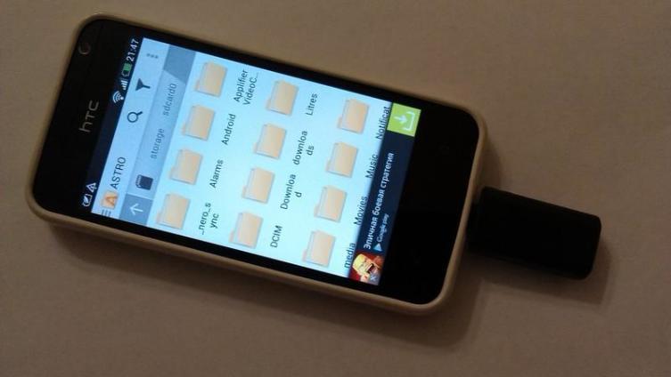 Leef Bridge 3.0 оснащен разъемом micro USB и легко подключается к смартфону