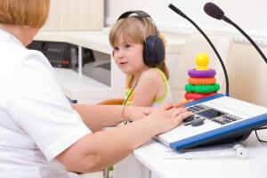 Что такое кохлеарная имплантация, или Как обрести слух глухому?