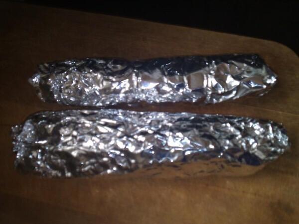 Сформировать колбаски в фольге
