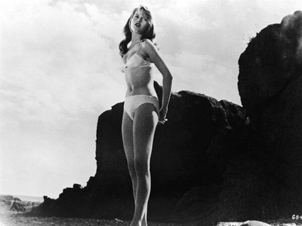 Немалая заслуга в пропаганде бикини принадлежит очаровательной Брижит Бардо. Впервые пред ясны очи публики актриса явилась в этом купальнике ещё в 1953 году, во время пребывания на Каннском фестивале.