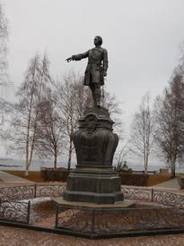 Императору Петру Великому основателю Петрозаводска