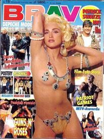 Самые дорогие (в буквальном смысле слова) груди у певицы Мадонны — каждая застрахована за миллион долларов.