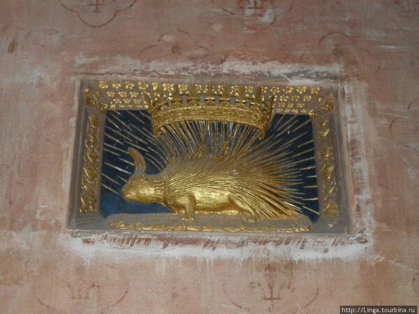 Этот символ Людовик XII перенял у своего деда - герцога Орлеанского, который ещё во время Столетней войны создал Орден Дикобраза для борьбы с бургундцами.