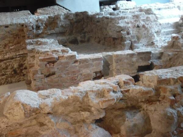 Древняя кладка дворца