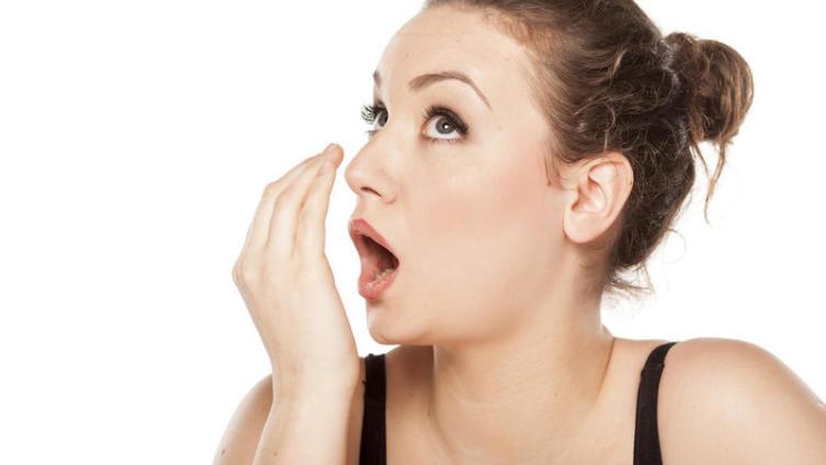Чем и почему пахнет изо рта?
