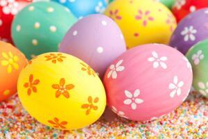 Яйца на пасхальном столе могут быть не только натуральными. Многим продуктам можно придать форму яиц и использовать на праздничном столе.