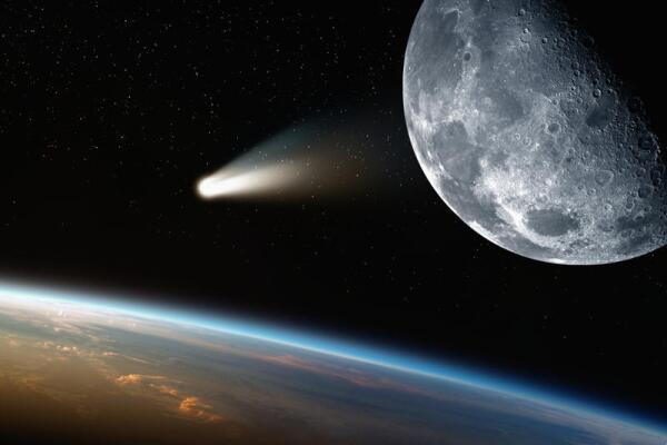 Какой экипаж первым облетел вокруг Луны?