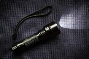 Как заставить работать фонарик от обычной воды?