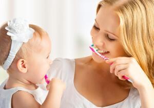 Чем чистили зубы раньше и чем чистят теперь?