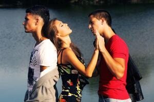 Любовный треугольник: болезненная правда или безопасность неведения?
