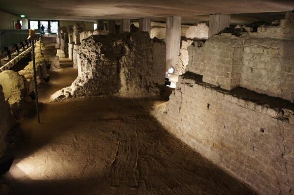 Остатки римских зданий в музее Praetorium