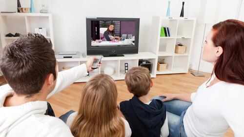 Какие сериалы смотреть с апреля? «Успех в Голливуде, Флорида», «Олимп», «Одиночки с причудами»