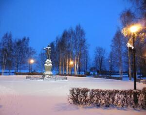 Куда тыкает пальцем петрозаводский памятник Петру I?