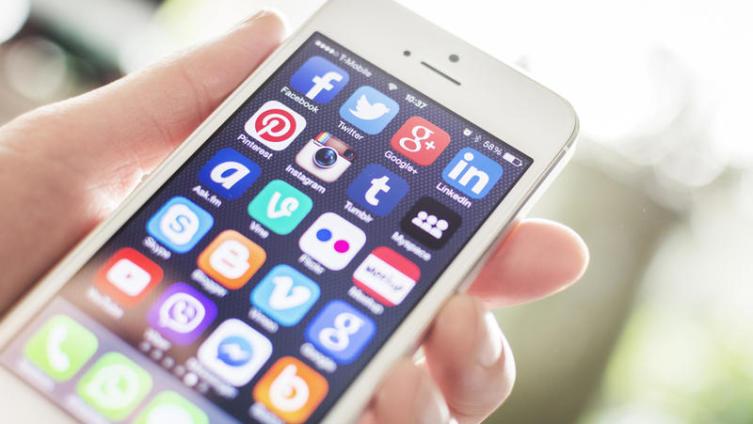 Почему неудачники покупают iPhone?
