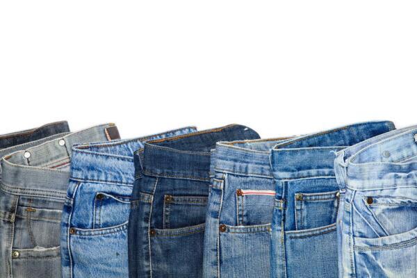 Для чего в джинсах пришит маленький карманчик?