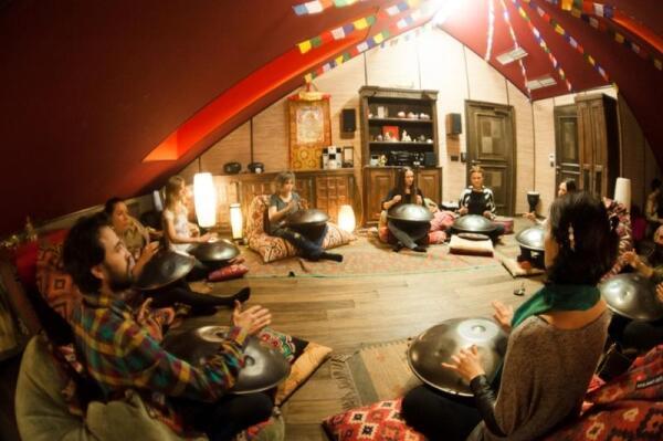Концерт-медитация играющих на ханге и подобных ему инструментах