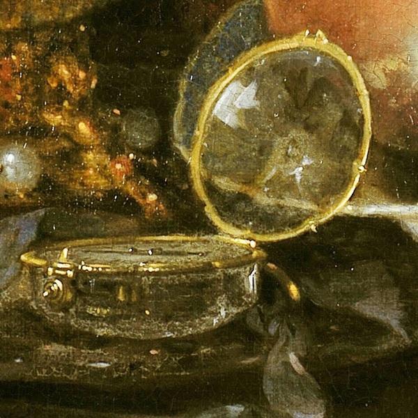 Виллем Кальф, Роскошный натюрморт с сахарницей Гольбейна, кубком из наутилуса и тарелкой с фруктами, фрагмент «Часы с крышкой и корпусом из хрусталя»